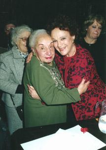 Dra Florentina Gómez Miranda, Premio Dignidad Año 1999 y Eva Giberti en el ámbito del Museo Roca, donde se entregó la distinción